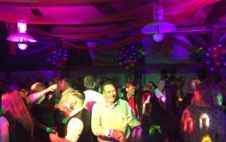 Oldershausen geht steil mit der Musik von DJane Tilly im Harms Hus in Oldershausen
